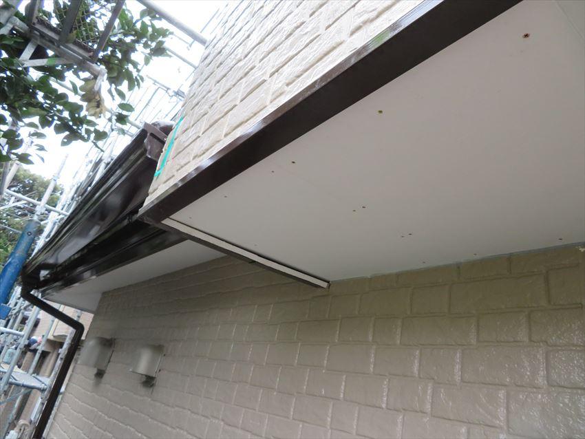 雨漏りの補修をした軒裏は新しく付け直し、きれいになりました。