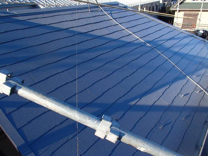 屋根の上塗りが完了。遮熱効果の高いグレーで仕上がりました。