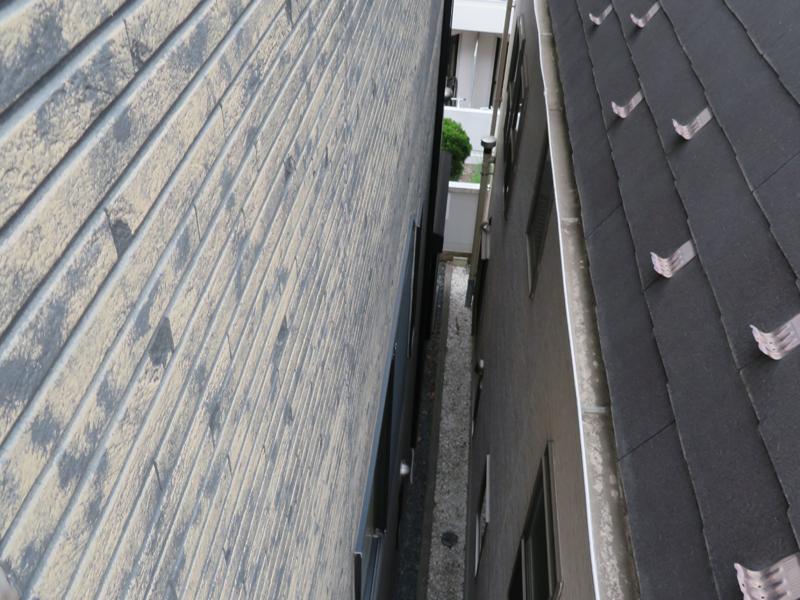 お隣との距離が近いので、作業時にお隣の雨樋等に破損のないよう注意が必要です。