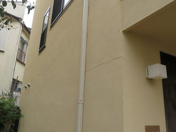 ひび割れの補修部分は若干目立つものの、外壁もきれいに仕上がりました。