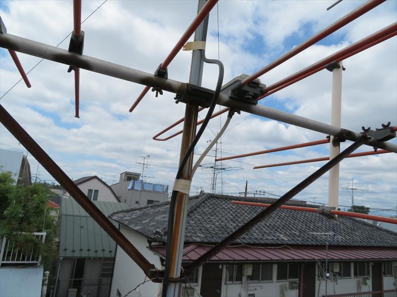 地上波を見る八木式アンテナはサビが出ています。