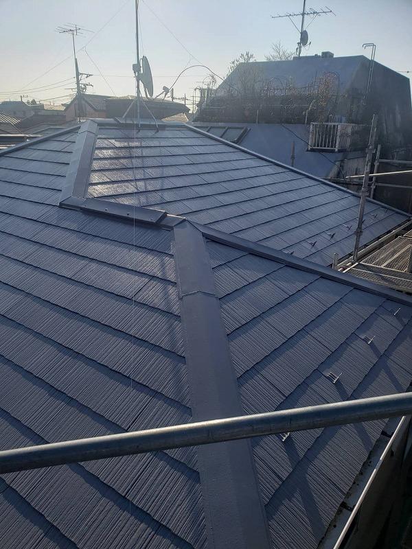 大屋根が完成しました。(最上階にある屋根を大屋根、下の階にある屋根は下屋根と呼びます。)