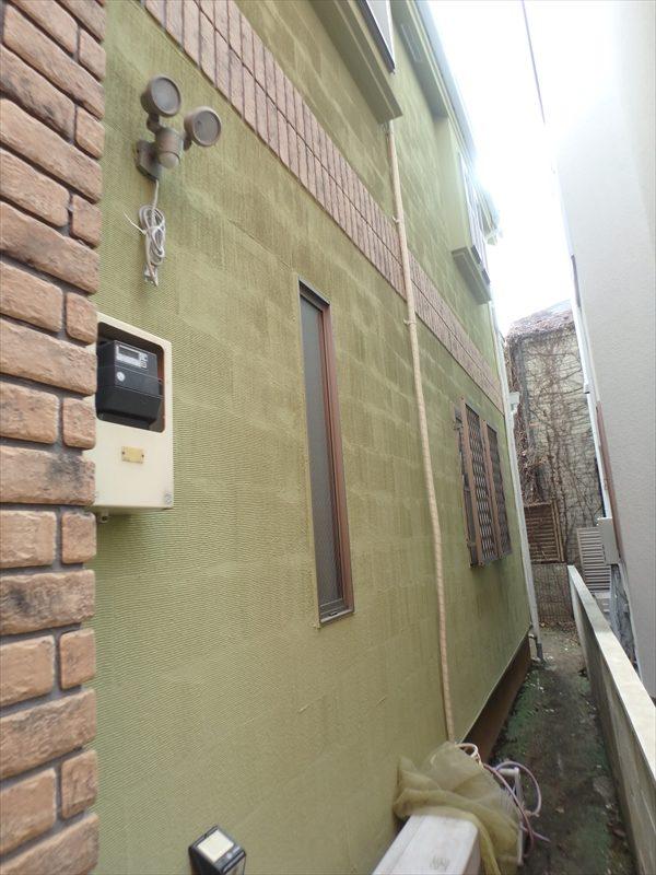 外壁の櫛引なので、溝に合わせてきれいな模様がはっきり出来ています。