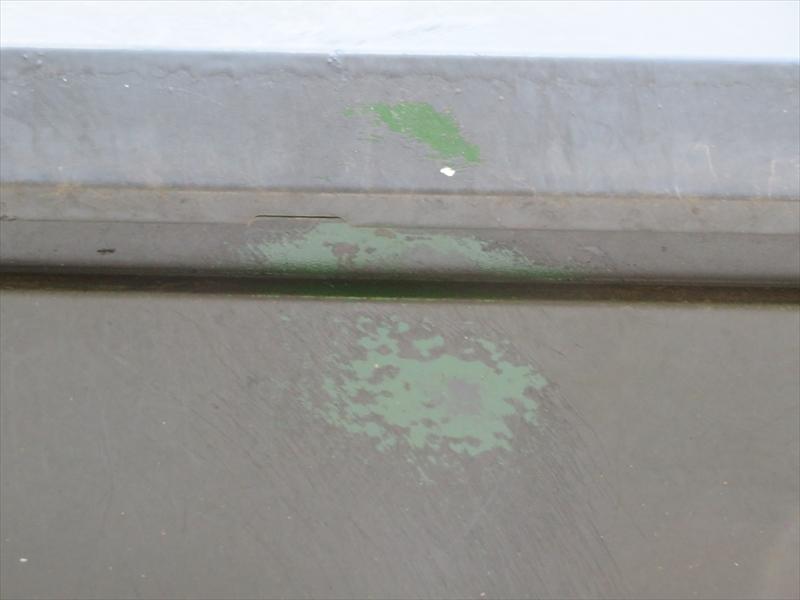 外壁の一部に部分的にこすれたような痕がありました。