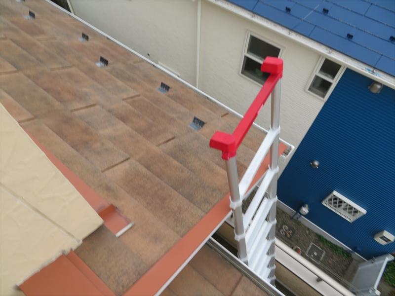 屋根にはベランダからはしごを伸ばして上がりました。