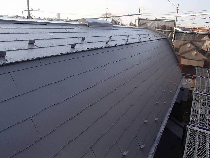 屋根の中塗りが完成しました。