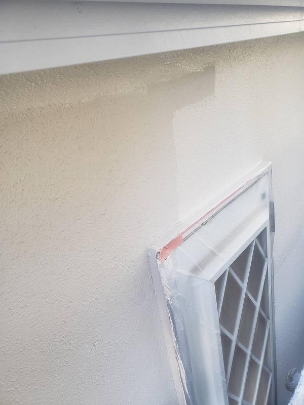 外壁の上塗りの塗装が始まりました。
