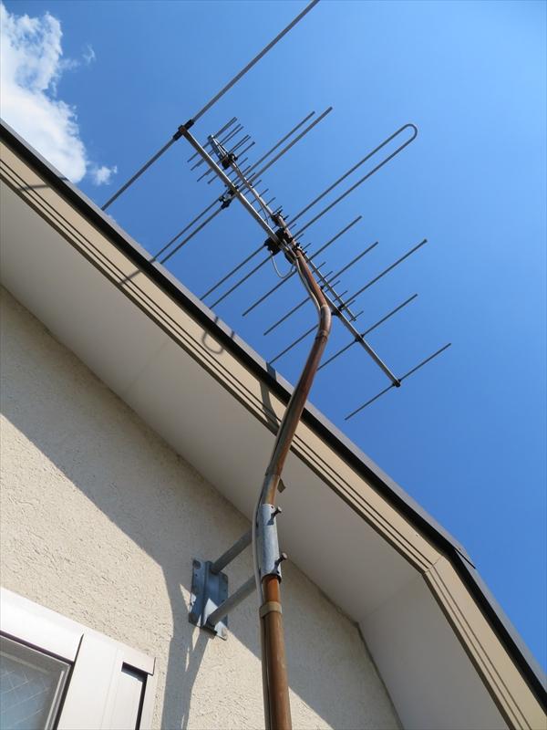 アンテナを撤去することになりましたが、外壁にガッチリと接続してあるため、跡が残ることが予想されます。