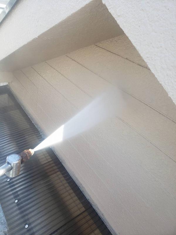 外壁の高圧洗浄です。