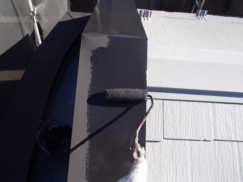 板金部分は錆止め加工をしてから塗装で仕上げます。