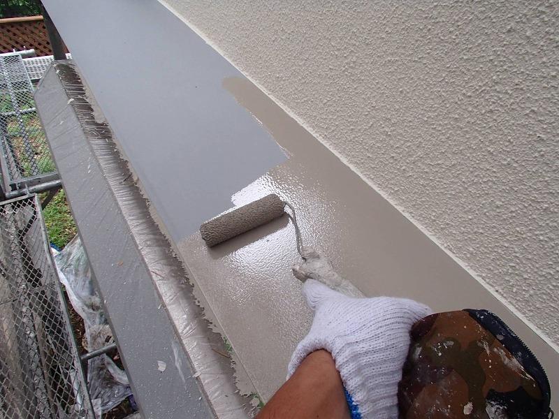 鉄部の上塗りを行いました。