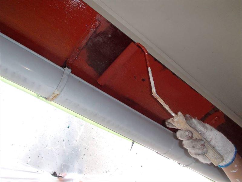 鉄部はサビ止めを塗装し、トップコートを塗ります。