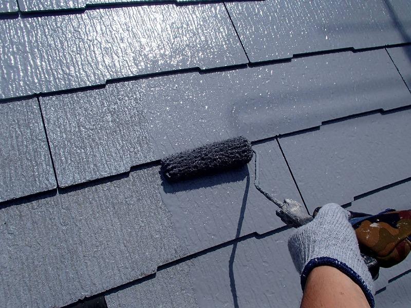 こちらは屋根の中塗りの様子です。