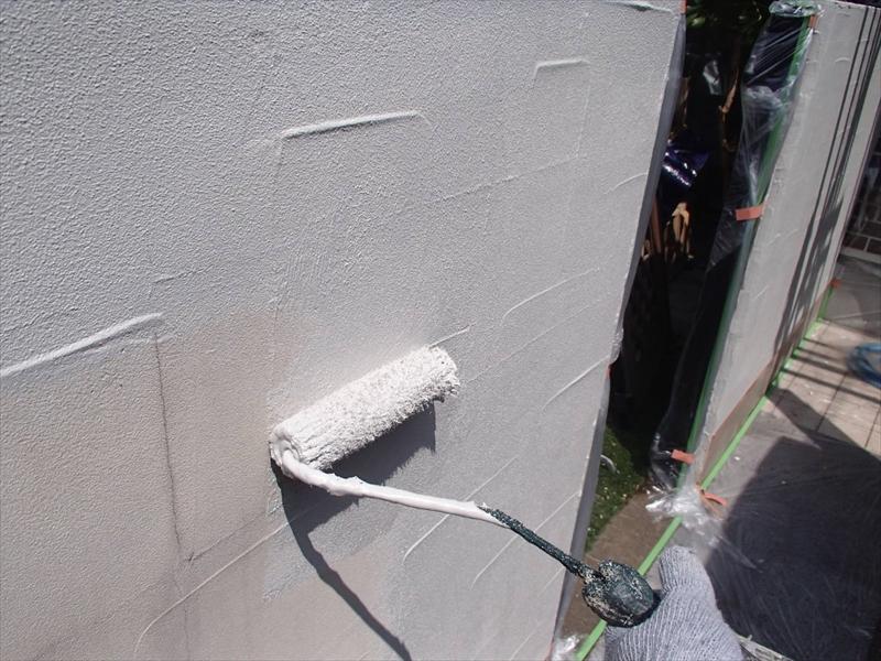 塀部分は外壁と同じように3回塗りで仕上げます。