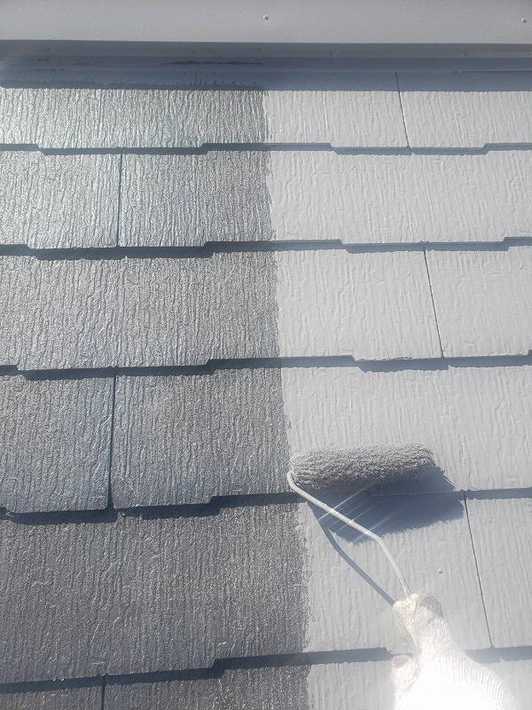 屋根の中塗りの様子です。