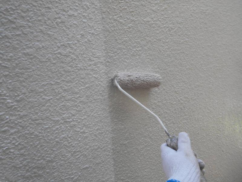 マスチック工法が終わった後、中塗りのスタートです。