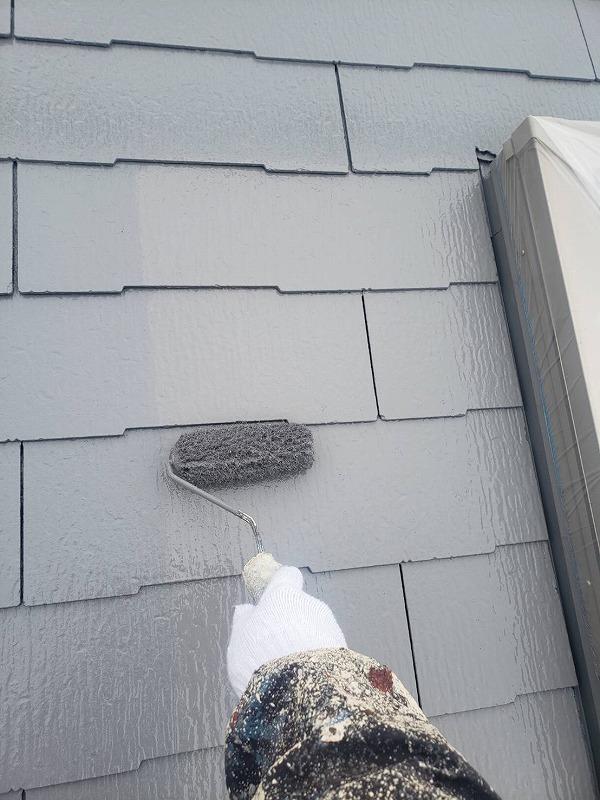 続いて屋根の上塗りの作業です。
