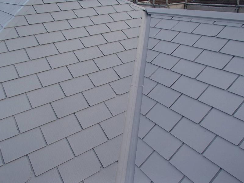 屋根の中塗りが出来上がりました。