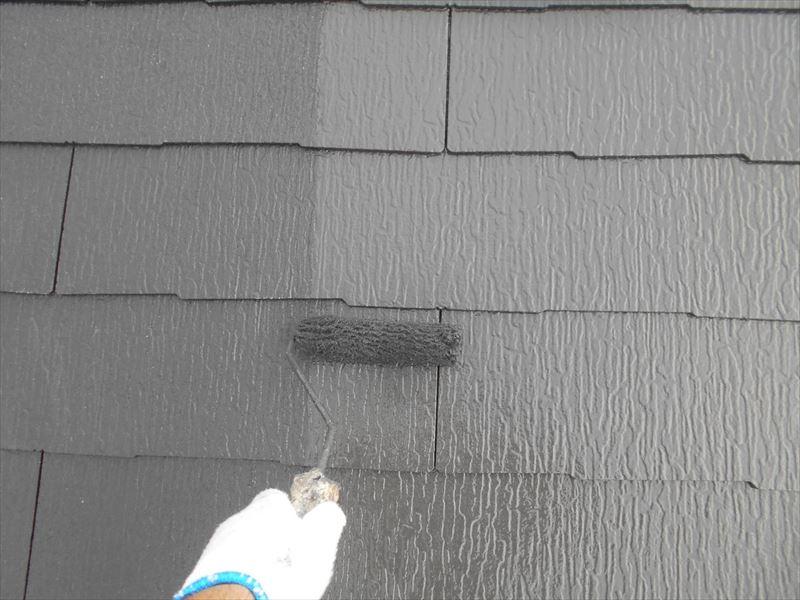 続いて屋根の中塗りを行いました。