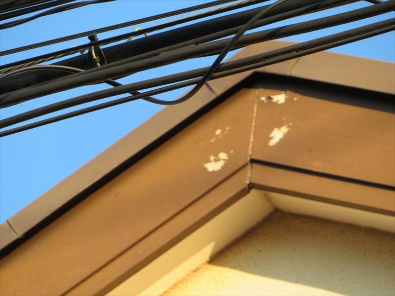 破風板部分に塗料のはがれがありました。