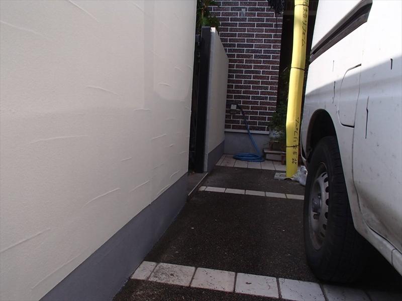 塀は、上部を外壁と同じアートフレッシュで、汚れやすい基礎部分をケンエースで塗装しました。