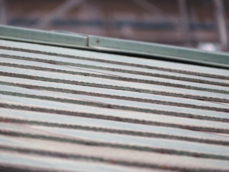 屋根の棟部分の板金が隙間が空いている部分がありました。築年数も踏まえて、交換することになりました。