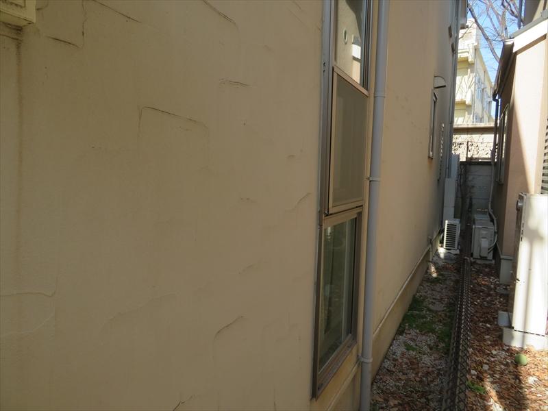 外壁はコケ汚れやひび割れがなくとてもきれいな状態でした。