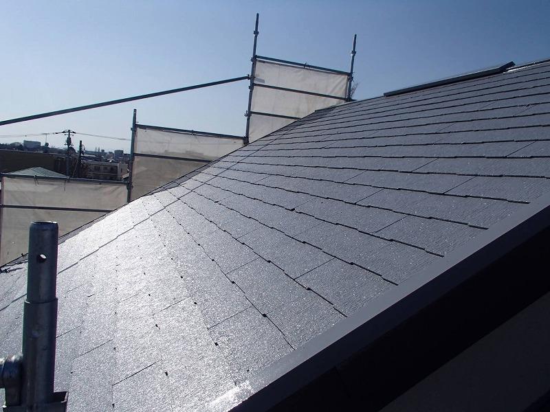 屋根の中塗りができました。しっかりと乾燥させています。