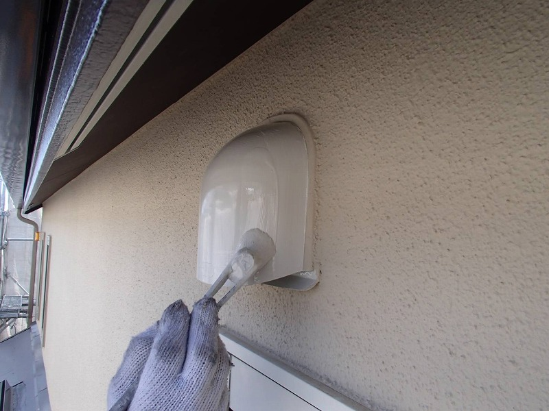 外壁塗装 世田谷区Y様邸 換気フード塗装中 2020040214076