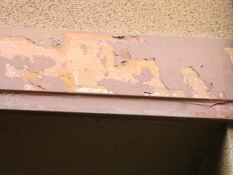 外壁の帯板部分の塗装がかなりはげています。