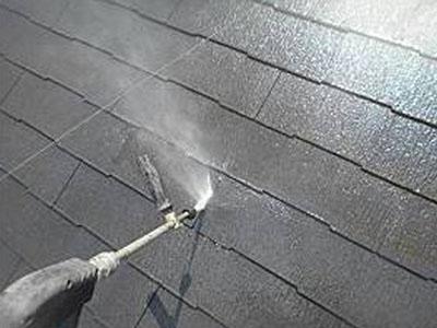屋根の高圧洗浄を行いました。
