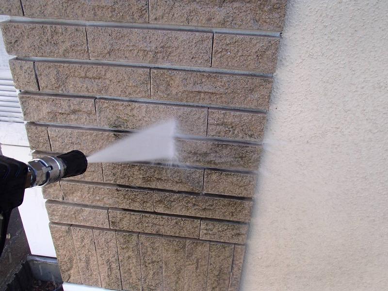 タイル部分の汚れも高圧洗浄で落としています。