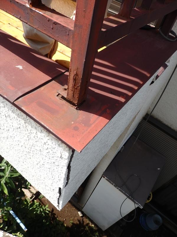 ベランダの外壁に大きなヒビが入っています。