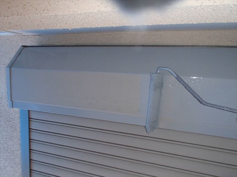 シャッターボックスの錆止め塗装を行いました。