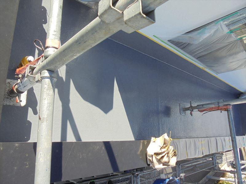 樹脂が固まった後にトップコートを塗装して完成です。