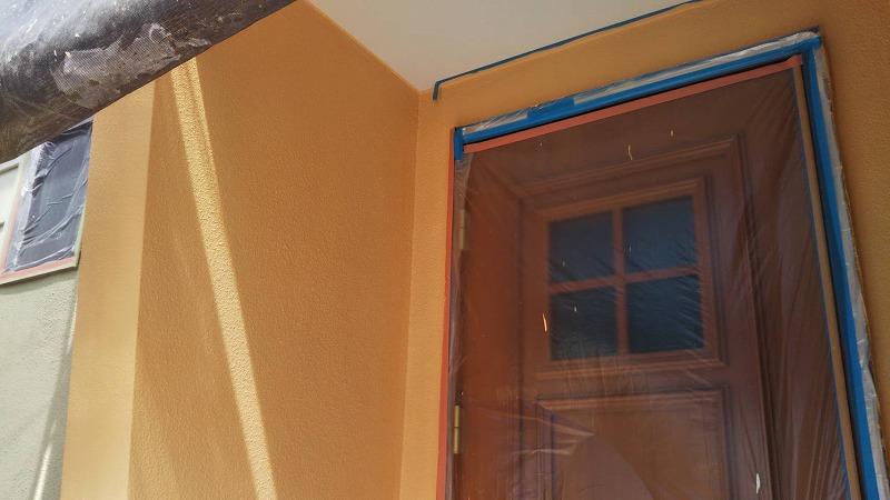 玄関周りの上塗り完了