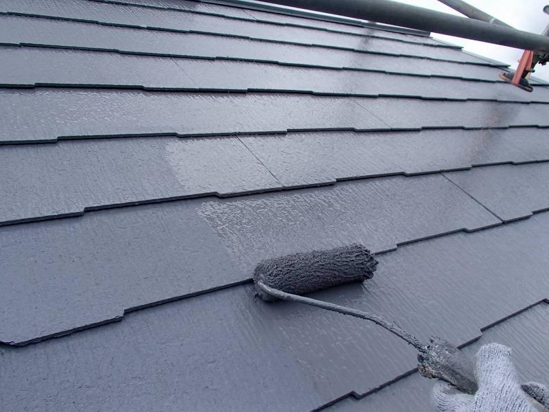 屋根の上塗りです。