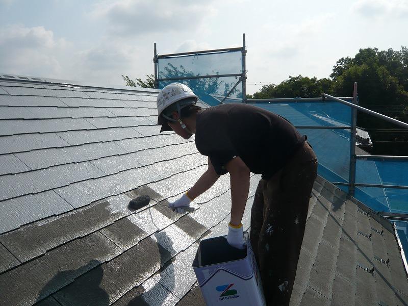 屋根の中塗り中です。