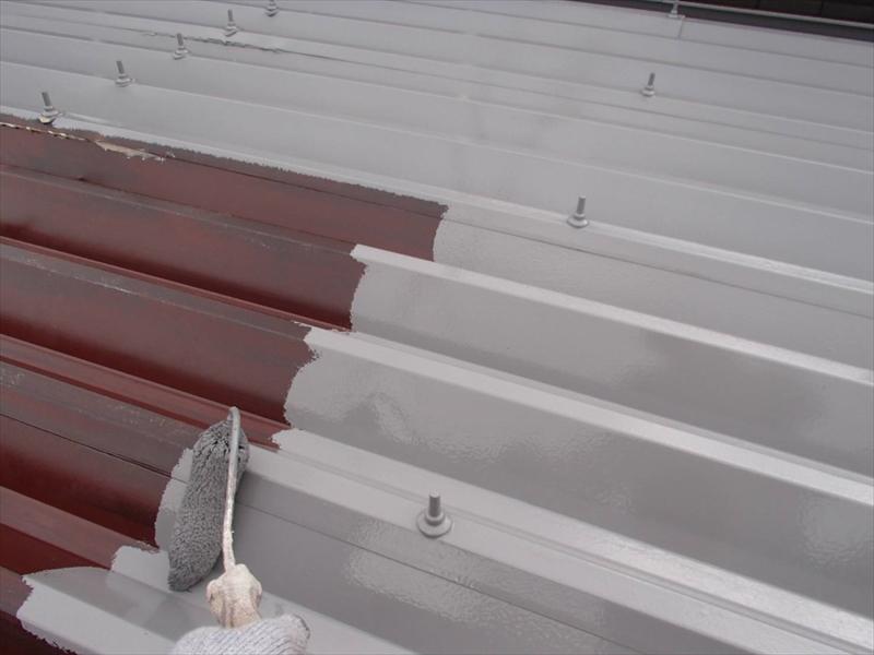 下塗りが乾いた後は屋根の中塗りです。