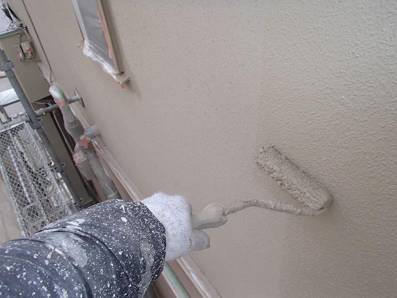 外壁の色むらにならないようにしっかりと上塗りしています。