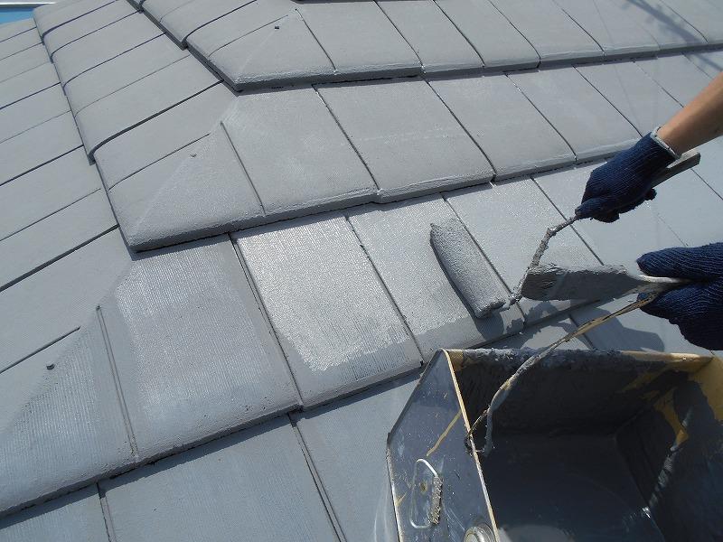 屋根の上塗りを行いました。