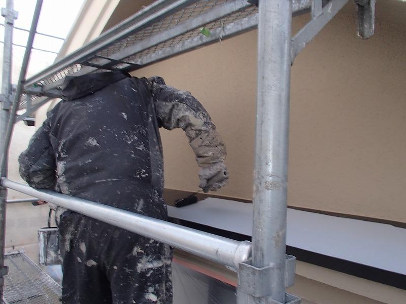 鉄部の塗装を行っています。