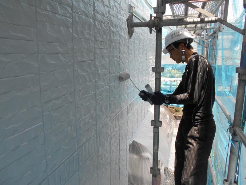 外壁の上塗りで外壁の塗装が完成します。