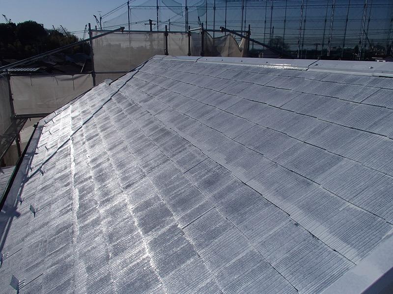 屋根の下塗りが完成しました。