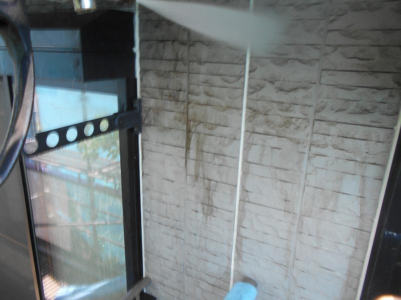 外壁の高圧洗浄を行いました。