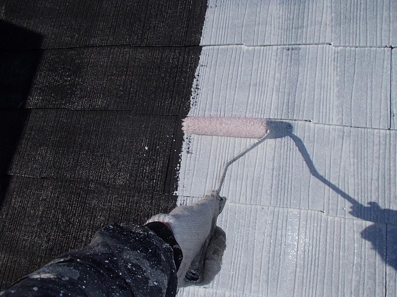 屋根の下塗りを行いました。