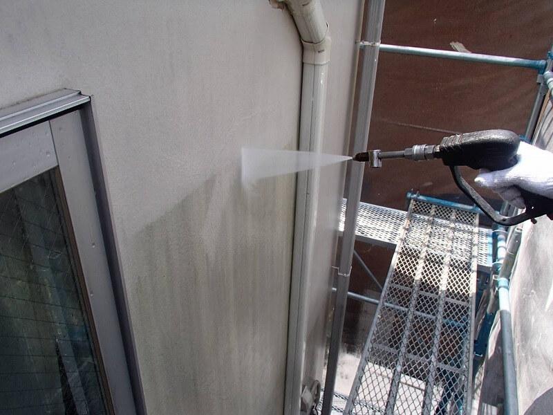 壁の汚れが落ちていくのがよくわかります。