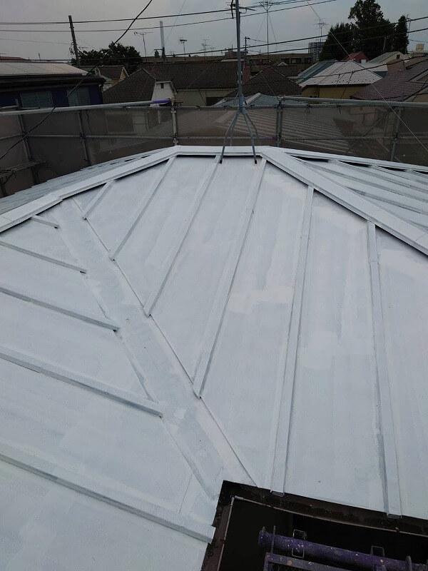 屋根のサビ止め塗装が完了しました。