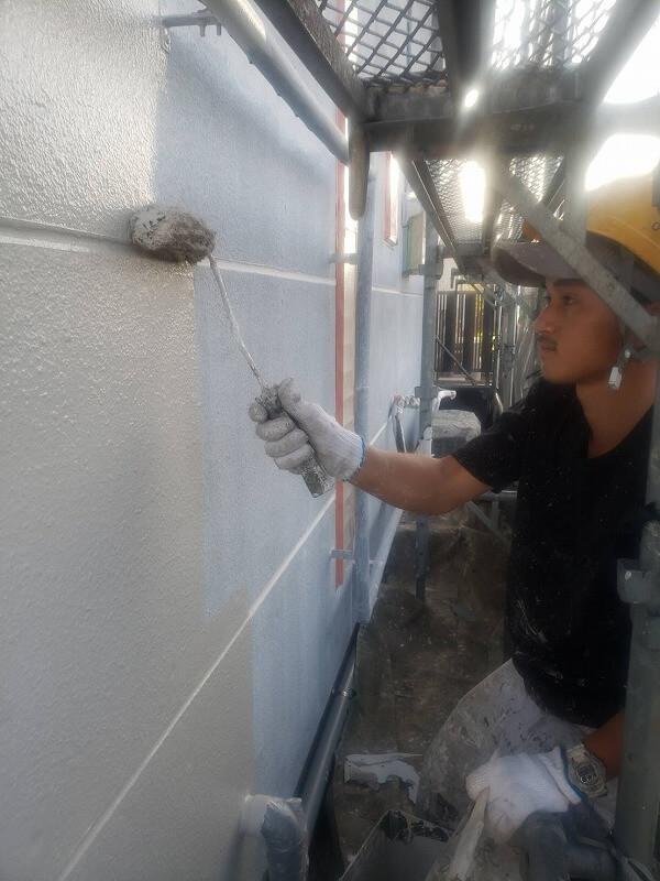 下塗りが乾いたら中塗りを始めます。
