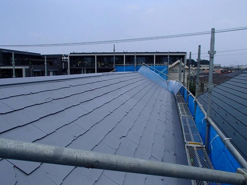 屋根の下塗りが完了しました。